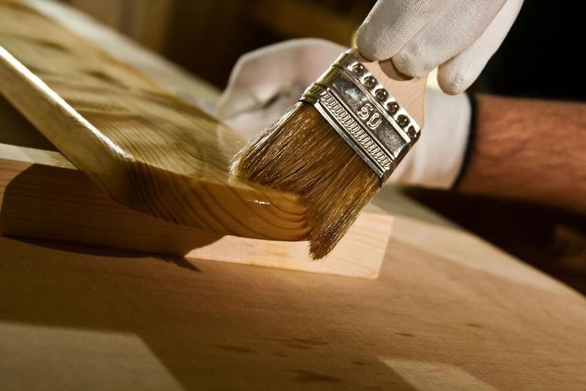 Масляные составы предотвращают попадание влаги внутрь волокон древесины