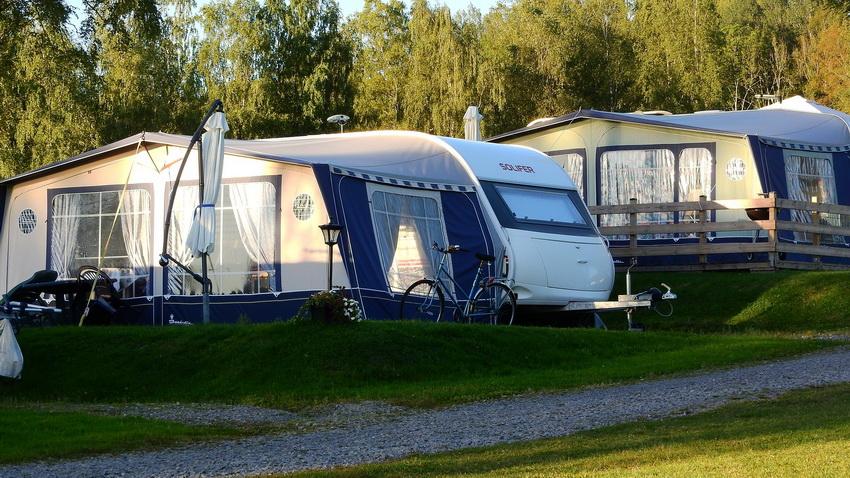 Для непродолжительного отдыха на природе превосходно подходят прицепы-палатки