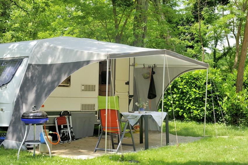 Жилой прицеп-палатка - удобный вариант для тех кто любит проводить на природе очень много времени