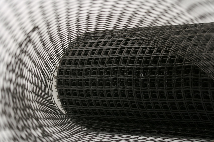 Мелкая пластиковая сетка обычно применяется для стяжки и армирования штукатурки и декоративных покрытий