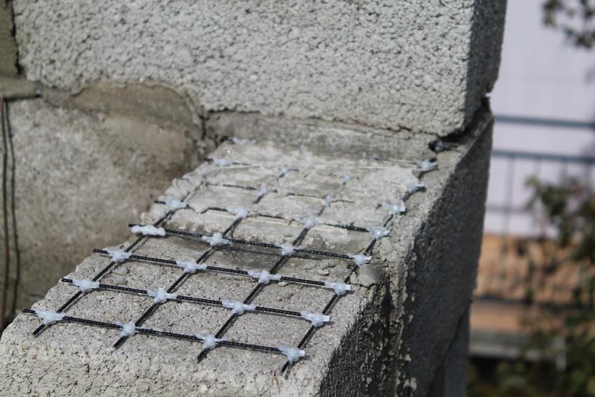 Армирующая сетка предохраняет кладку от разрушения и трещин, а также обеспечивает устойчивость постройки