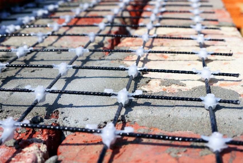 Размер ячеек и толщина сетки зависит от величины планируемой нагрузки на стену