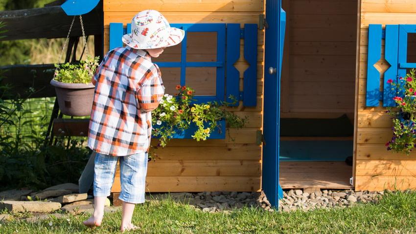 Игровой домик помогает организовать досуг ребенка, пока родители заняты другими делами