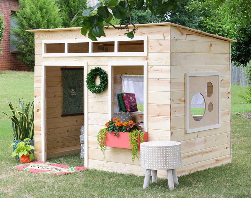 Детский домик из дерева можно сделать своими руками или купить готовую конструкцию