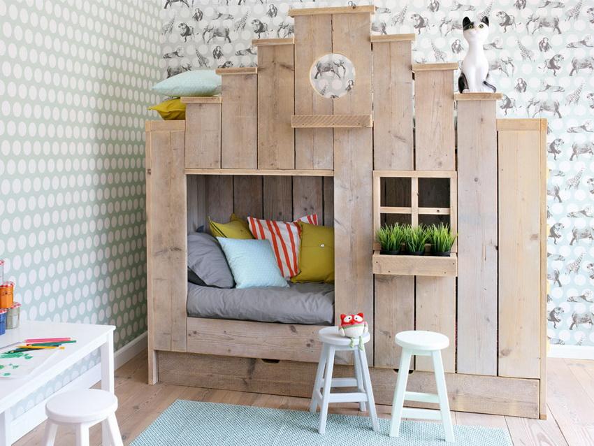 Некоторые конструкции можно установить в доме или в квартире - они органично впишутся в общий дизайн