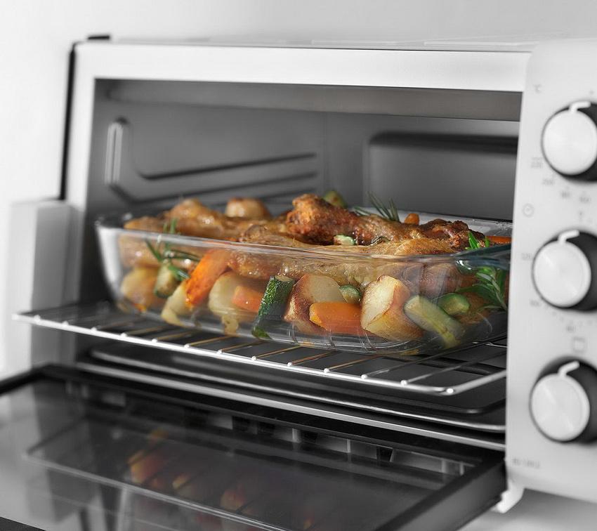 Если планируется готовить не очень много и быстро - мини-печь подойдет превосходно