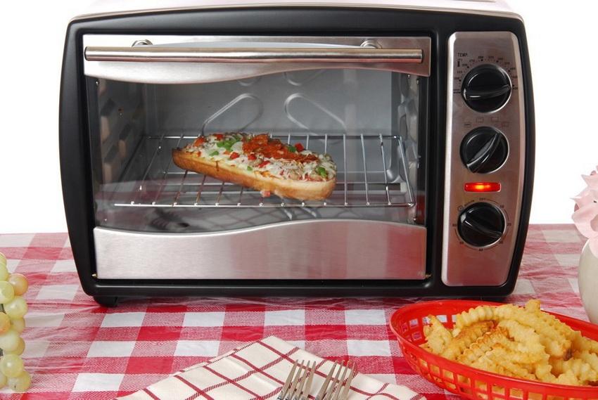 Мини-духовка крайне удобна в повседневном использовании потому как в ней блюда готовятся быстро