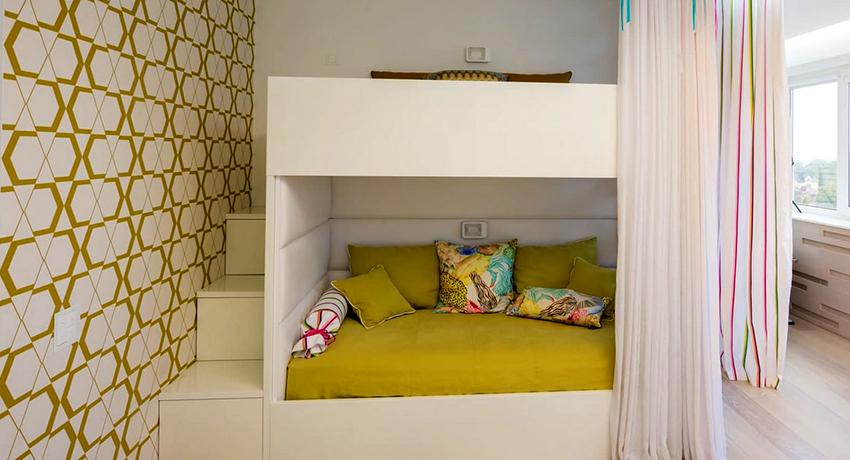 Главное достоинство двухъярусной кровати – это максимальная оптимизация пространства в помещении