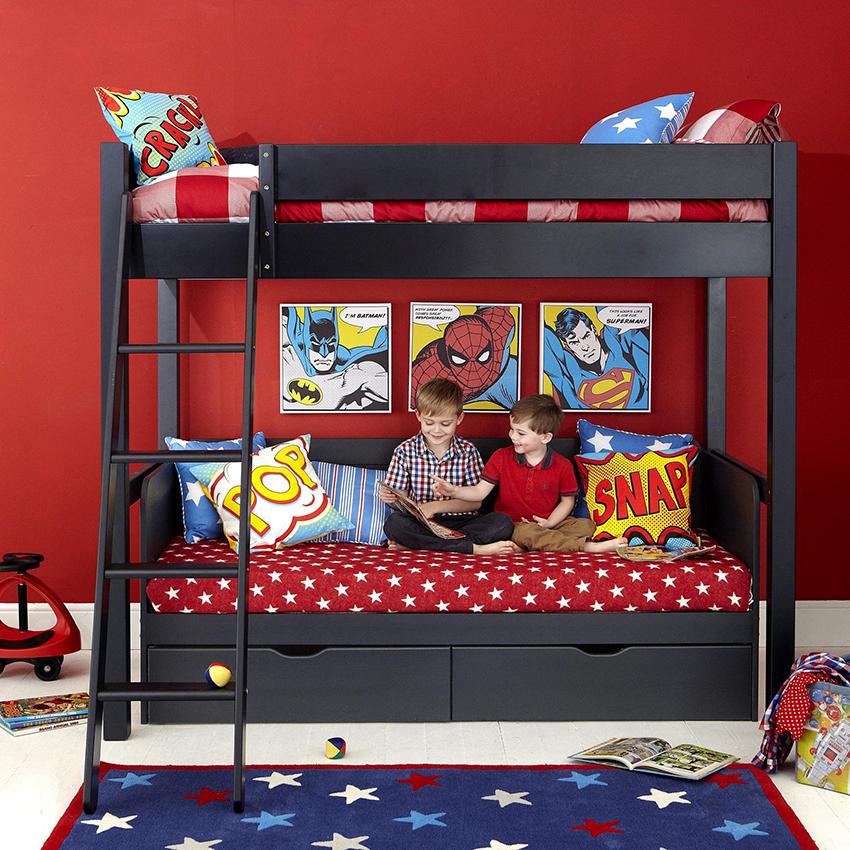 Диван в детских моделях можно использовать как место для отдыха и зону для игр