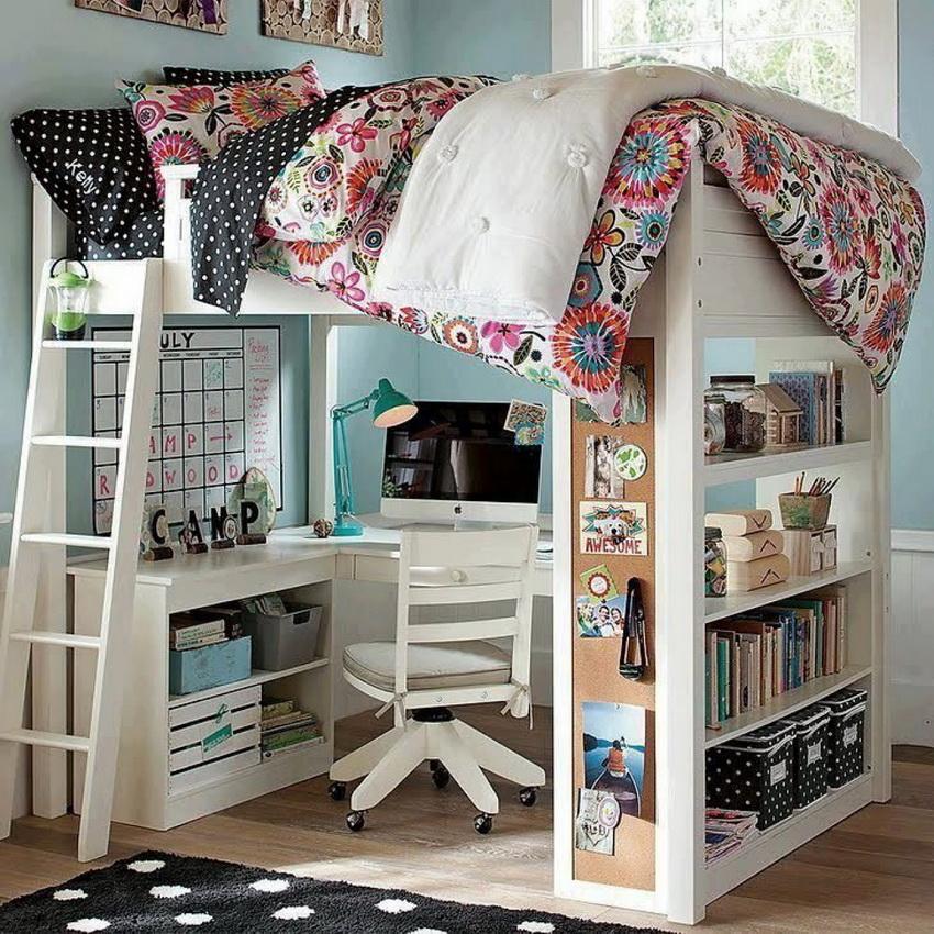 Популярный вариант для маленьких квартир - двухъярусная кровать с рабочим местом внизу