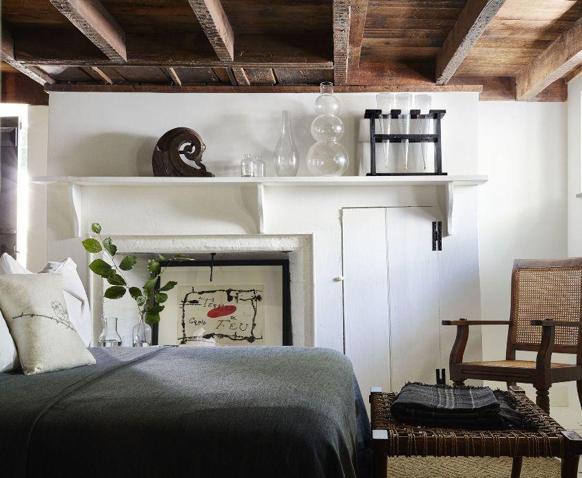 Для стиля кантри характерны оригинальные деревянные элементы в интерьере