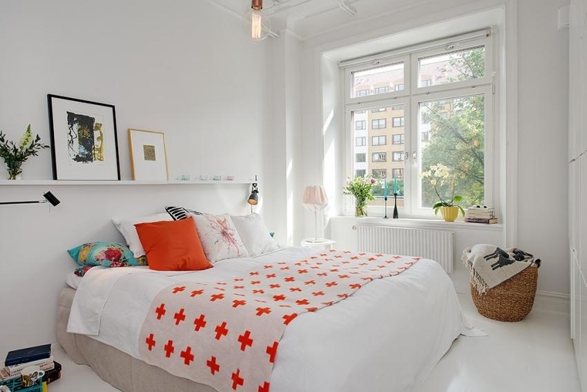 Кровать без спинок займет меньше места в комнате