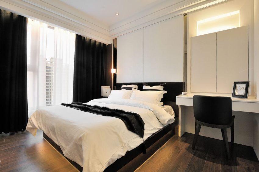 В спальне организована многофункциональная подсветка отдельных зон