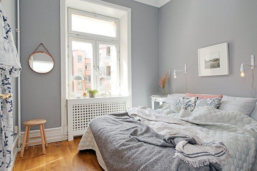 В качестве дополнительной подсветки в интерьере спальни использованы настенные бра в креативном дизайне