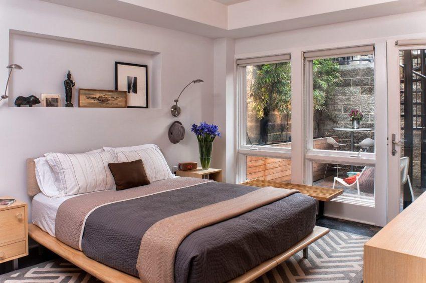 Французское окно в комнате визуально увеличит помещение и придаст особую изюмнку интерьеру