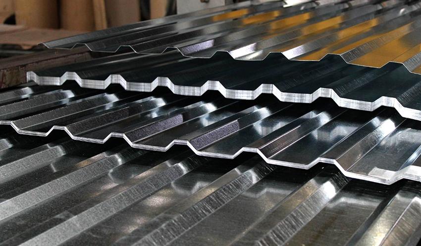 Профнастил – самый популярный материал для изготовления крыши мангала