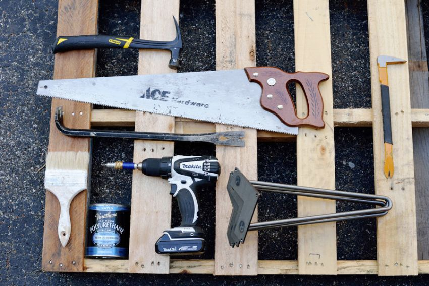 Стол из паллеты, шаг 1: необходимые инструменты и материалы