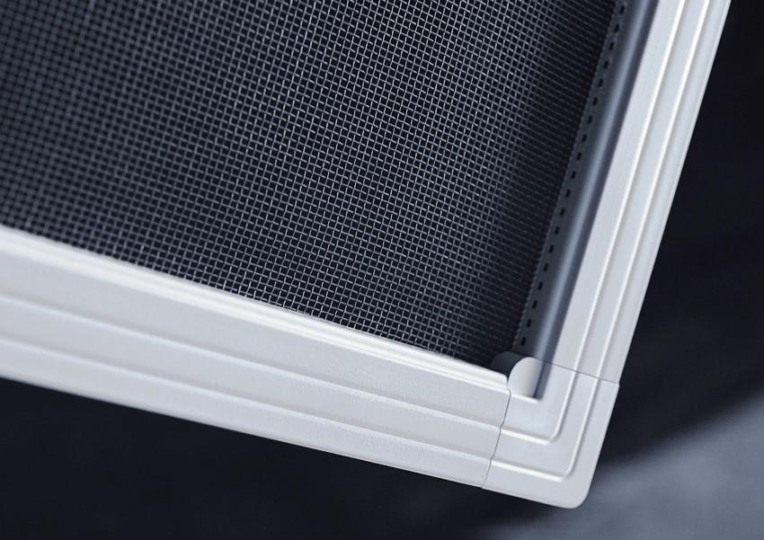Форма и размеры сетки должны точно вписываться в дверной проем, чтобы дверь закрывалась без помех