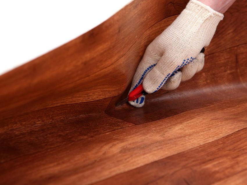 Для резки линолеума необходимо приобрести строительный нож