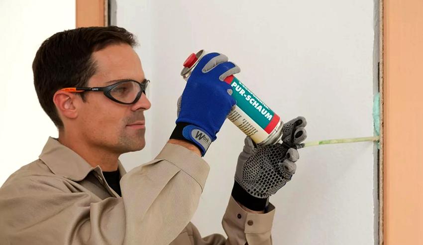 Монтажная огнеупорная пена сохраняет свои характеристики в сухих и влажных помещениях