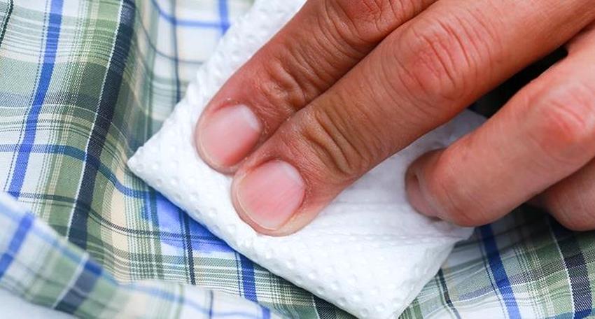 Чтобы очистить следы пены с одежды можно воспользоваться растворителем для промывки пистолета