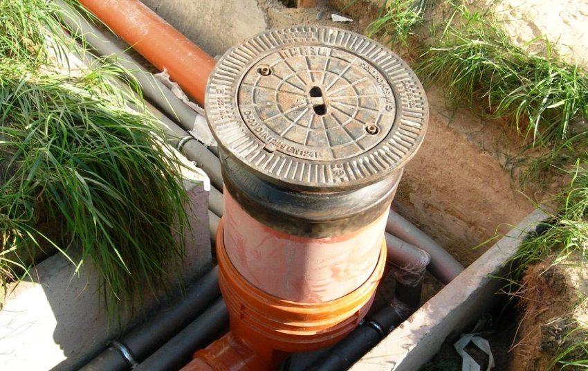 Вне зависимости от назначения, частного или общественного пользования, устройство канализационных колодцев обязано выполняться по определенным правилам и требованиям