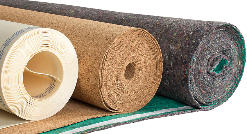 Если на деревянный пол постелить подложку, то он будет лучше удерживать тепло в холодную погоду