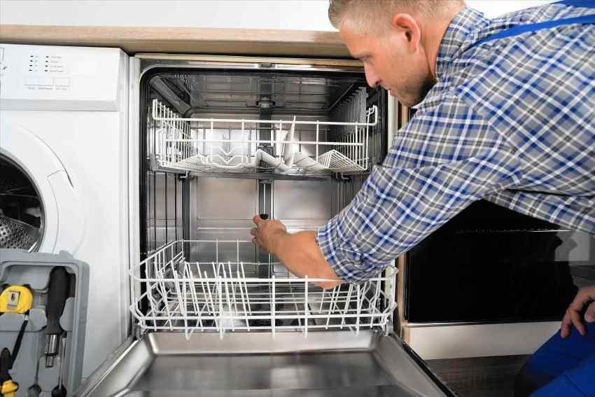 При перебоях в работе ПММ необходимо проверить, поступает ли в аппарат вода, плотно ли прилегает дверца к корпусу и не засорены ли трубки и фильтры