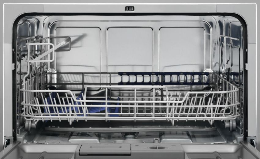 Настольная машина Electrolux ESF 2400 OW вымывает за один цикл до 9 комплектов посуды