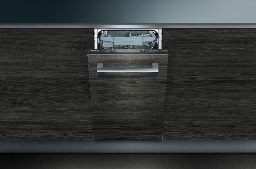 Встраиваемая посудомоечная машина Siemens SR 64E004 находится в среднем ценовом сегменте