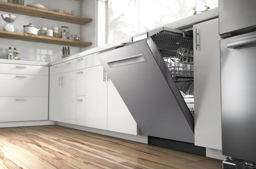 Встраиваемая посудомоечная машина Siemens SR 64M030 имеет стильный внешний корпус