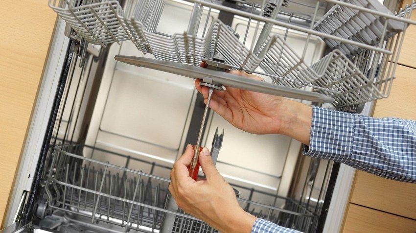 При осуществлении ремонта и техобслуживании, ПММ необходимо обязательно отключить от электропитания