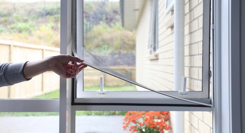 Сетки москитные на окна: надежный барьер от насекомых, пыли и пуха