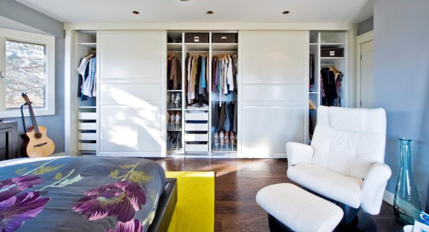 Акриловый пластик, используемый для изготовления фасадов дверей в шкафах купе — прочный, легкий и экологически безопасный
