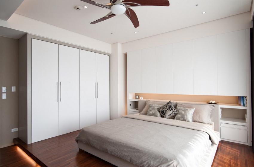 От того, какой шириной обладает шкаф, зависит количество отделений для хранения и дверец