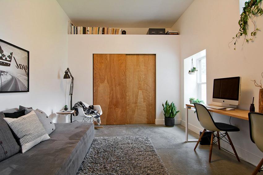 Встроенный шкаф удобен, максимально вместителен и подходит для комнат любого размера