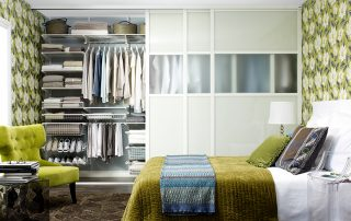 Шкаф-купе в спальню: фото различных вариаций исполнения конструкции