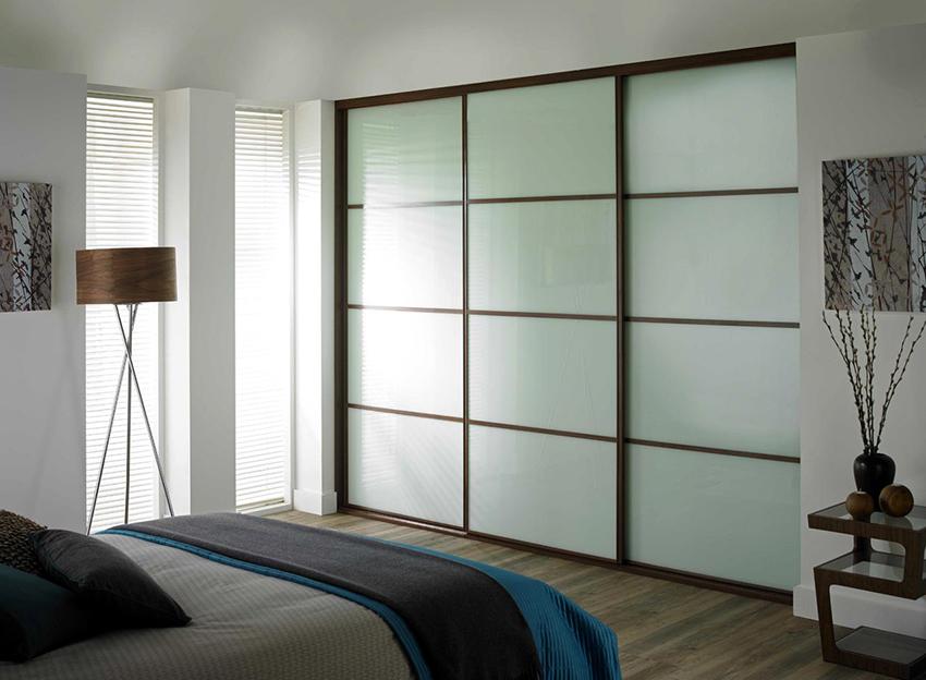 Выбору шкафа без зеркал нужно будет уделить больше времени, чтобы он хорошо сочетался с общим стилем помещения