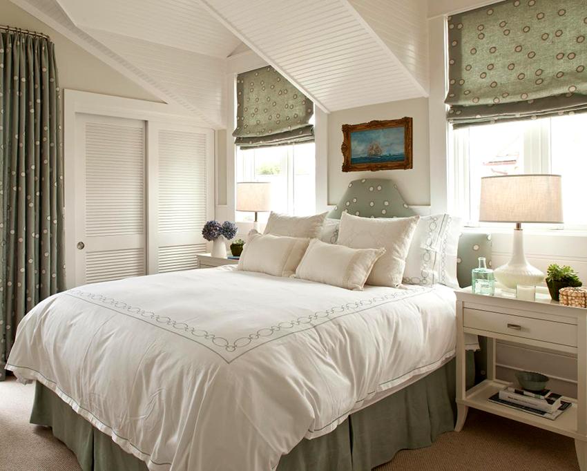Для спальни в стиле прованс отлично подойдет белый деревянный шкаф-купе