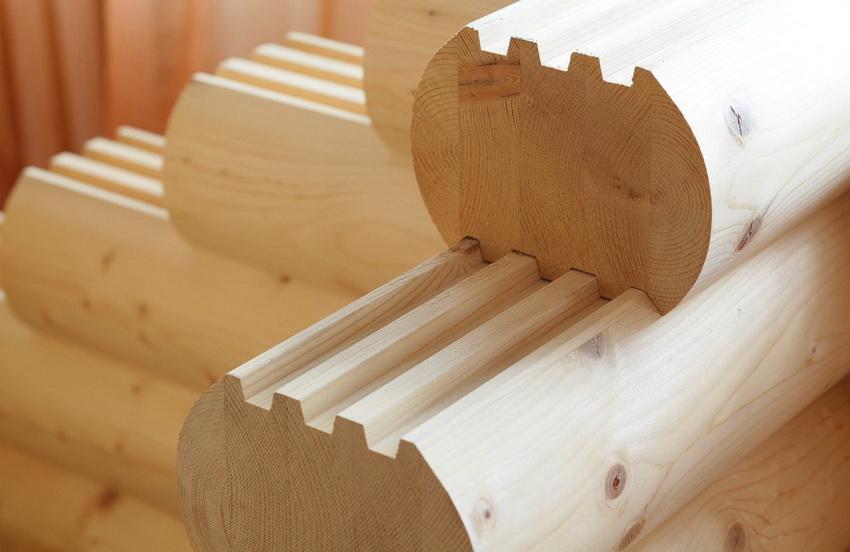Брус из сосны считается одним из дорогих древесных материалов для строительства