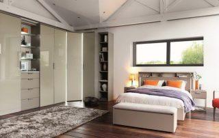 Угловой шкаф в спальню: вместительный и многофункциональный элемент помещения