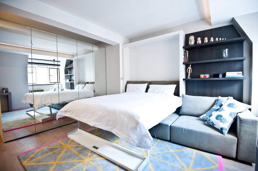 Стоимость встроенной кровати весьма высока больше обычной, однако с приобретением такой конструкции пользователь получает многофункциональное изделие
