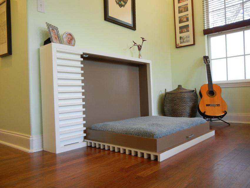 Откидная кровать раскладывается без особых усилий и потому крайне удобна в эксплуатации