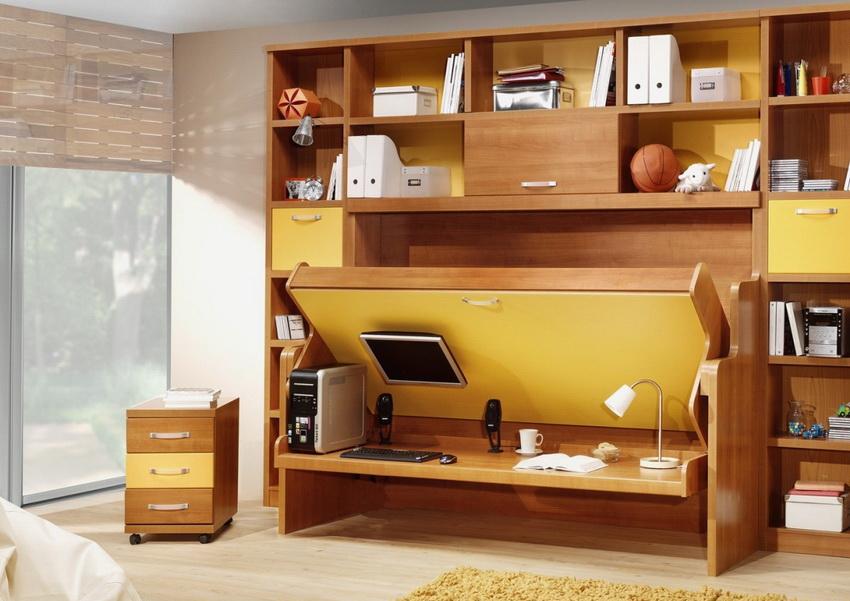 Встроенная кровать может быть одновременно и столиком, и шкафом или диваном, в зависимости от ситуации