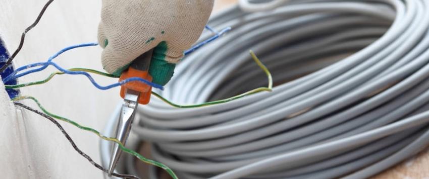 Основным показателем, по которому рассчитывают провод, является его длительно допустимая токовая нагрузка