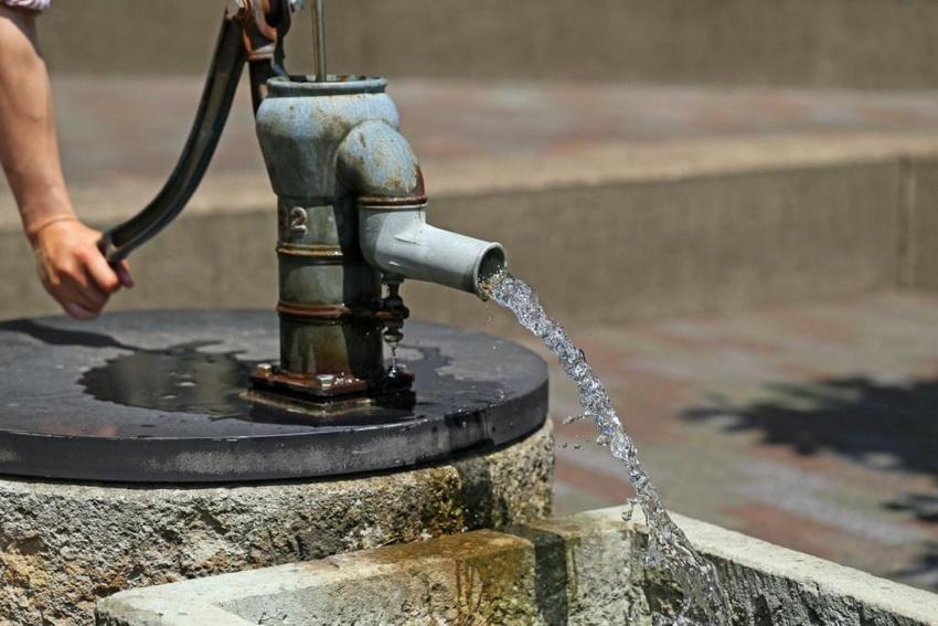 Добыча артезианской воды в России регулируется законодательством, поэтому предварительно необходимо получить разрешение