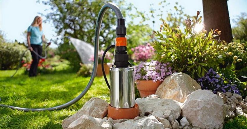 Если артезианская скважина достигает глубины более 100 м, для обеспечения напора воды необходим погружной насос