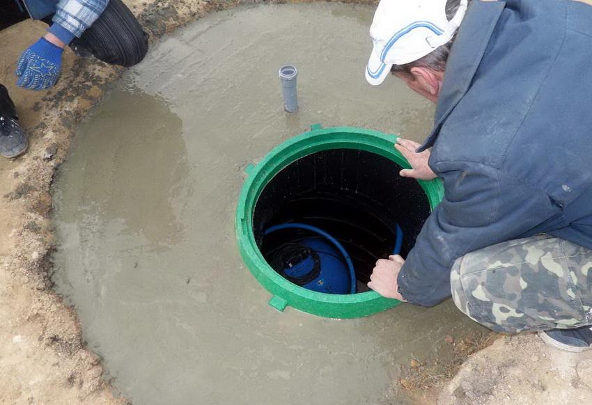 Кессон служит для внешней защиты скважины и подключаемого к ней оборудования
