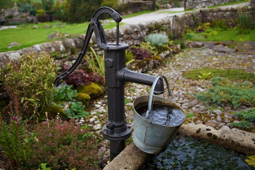 Срок эксплуатации артезианской скважины зависит от жилы на которой она расположена