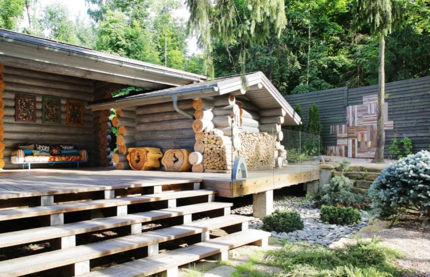 Когда обе постройки из дерева, если неправильно подойти к возведению бани — конструкция пострадает от сырости и пара